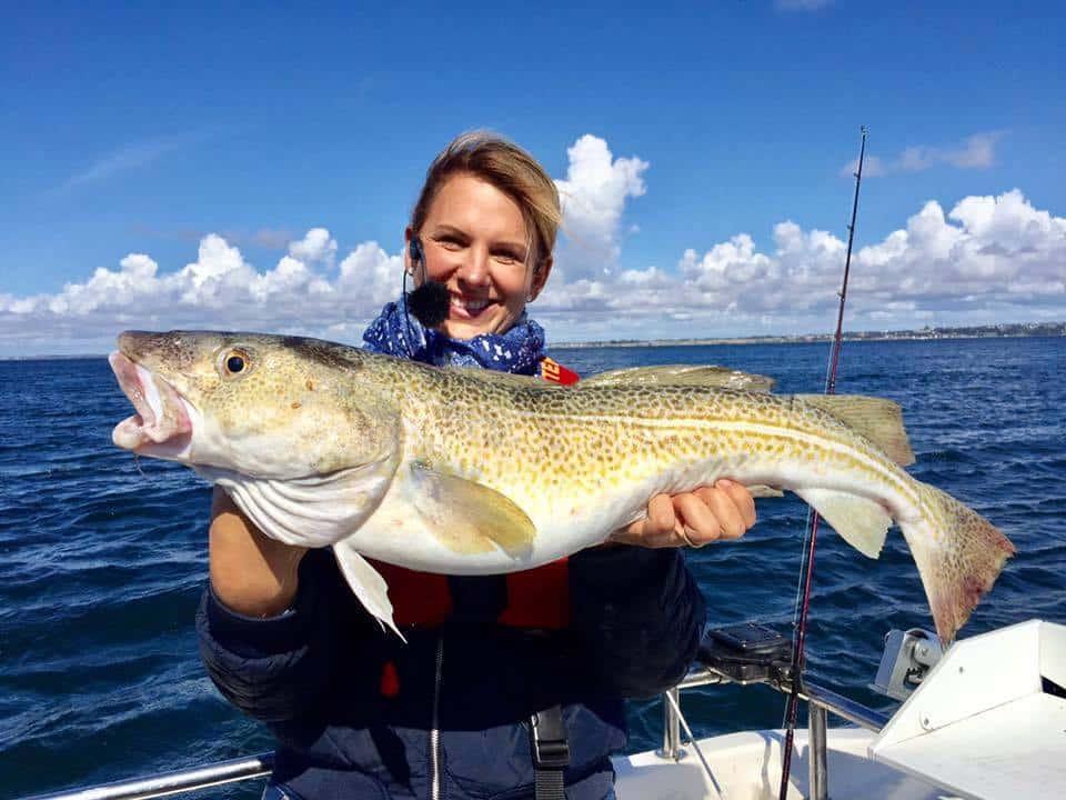 Mette med en stor fisk